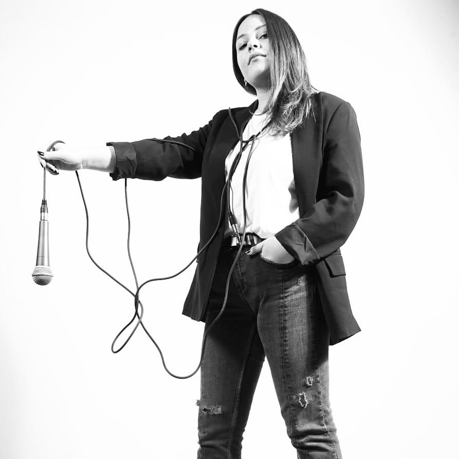 """You are currently viewing SENZA OROLOGIO è il debut single della giovane cantautrice pugliese """"martina"""" disponibile da oggi in radio e digital."""