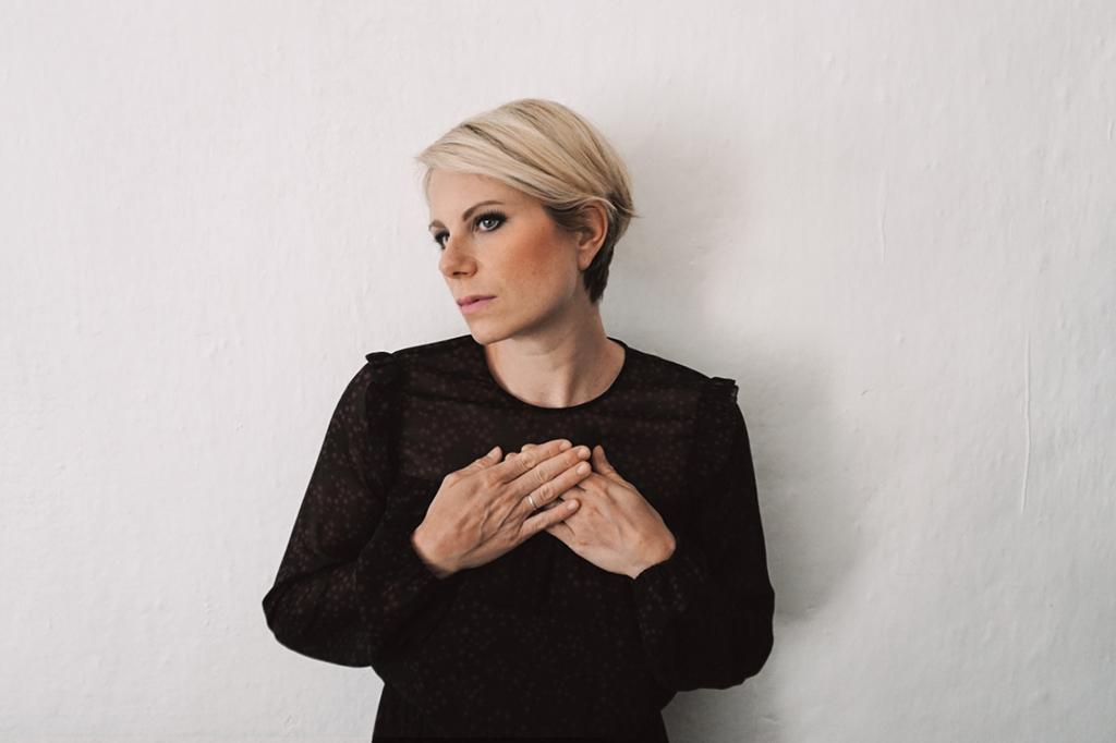 Chiara Ragnini: il nuovo singolo è Un angolo buio