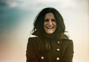 """PIA TUCCITTO – """"COM'È BELLO IL MIO AMORE"""": in radio dal 19 giugno il nuovo singolo della cantautrice rock bolognese proposto in doppia versione italiana e spagnola"""