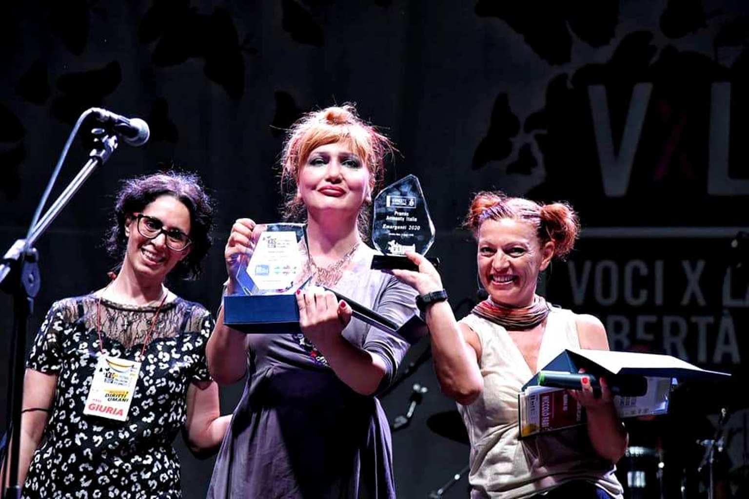 H.E.R. vince Premio Amnesty contro discriminazioni.